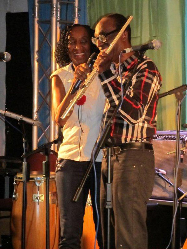 MC Alida Neslo with flute player Ronald Snijders